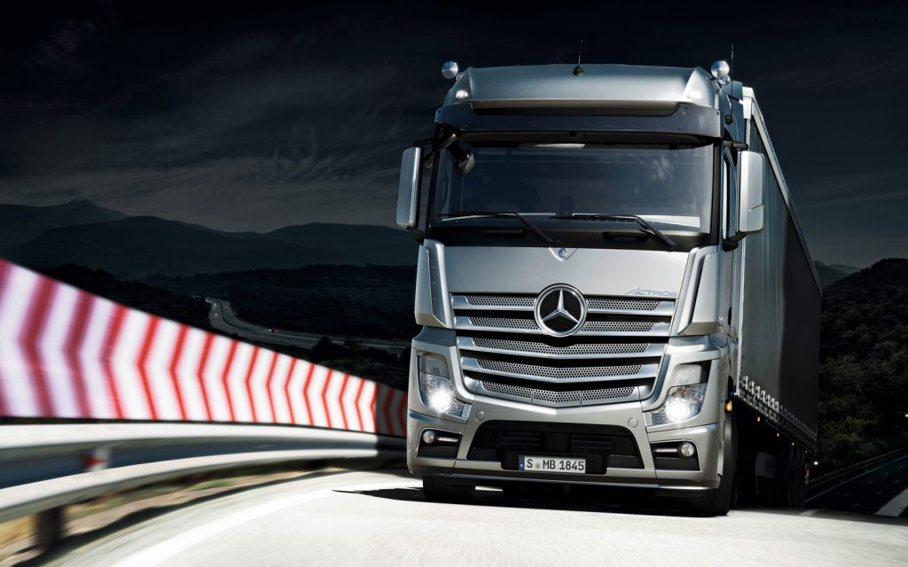 2012-mercedes-benz-actros-front-view-3